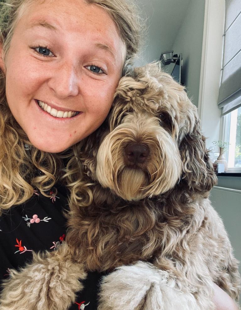 Merel Nijsten and her dog taking a selfie